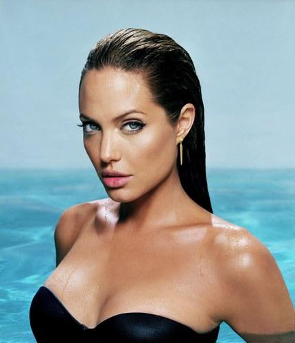 Angelina jolie krabbels
